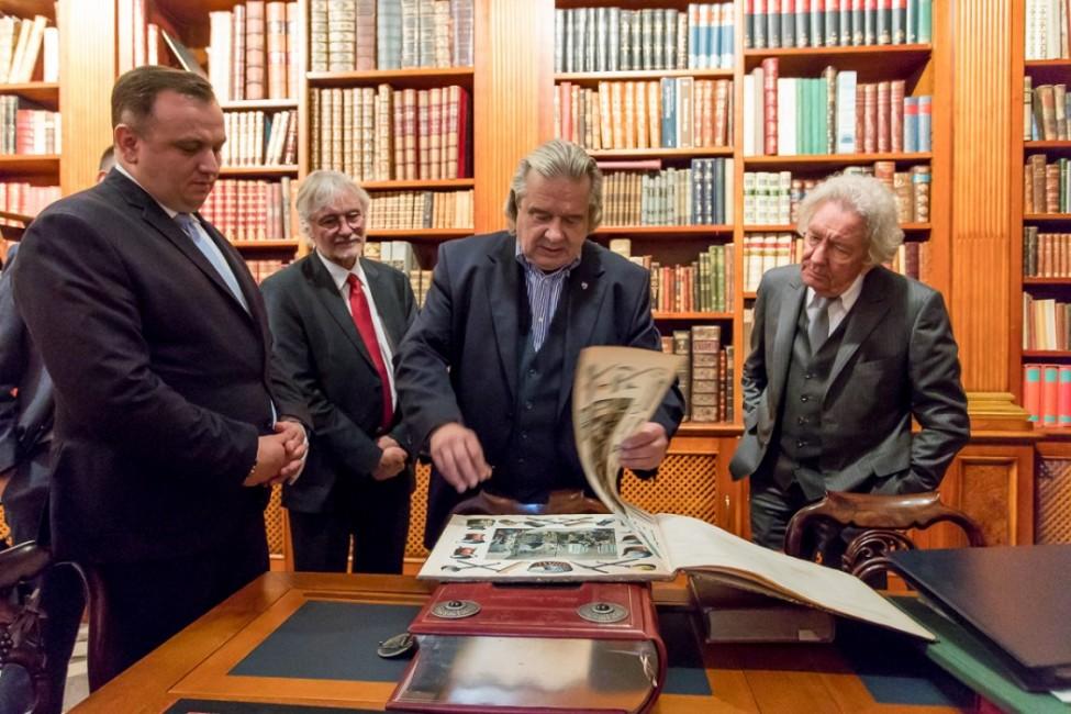 wizyta ministra, 4 osoby, biblioteka