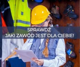 Zdjęcie przedstawia kobietę ubraną w strój inżyniera.  Patrzy ona na pakiet kartek. W tle ściana z ubraniami budowlanymi.