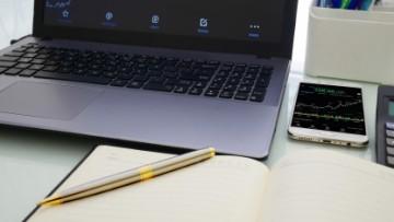 Laptop, wykres, notes