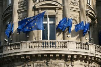 Budynek, flagi UE